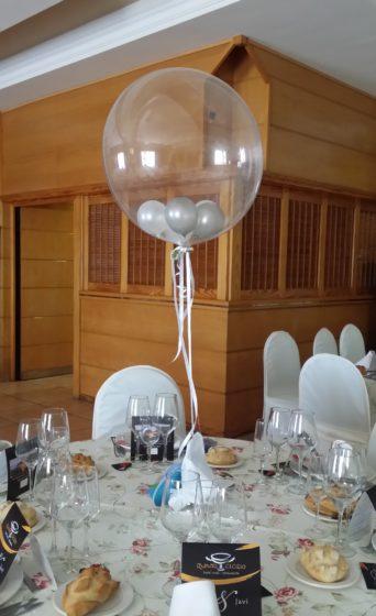 Centro de mesa con globo de helio relleno