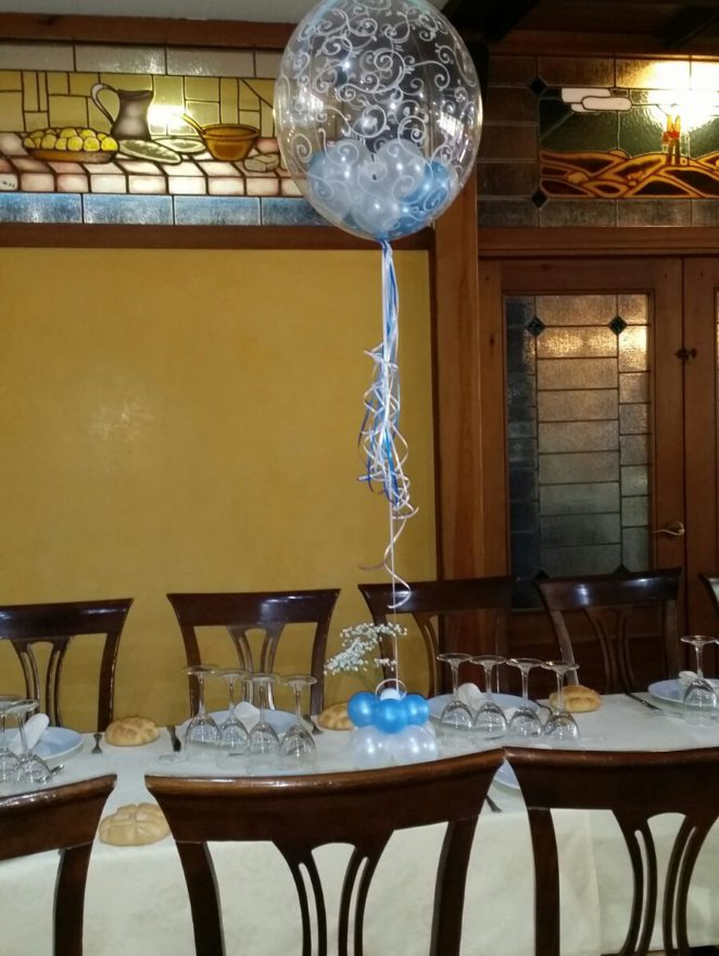 Globo de helio decorado en centro de mesa